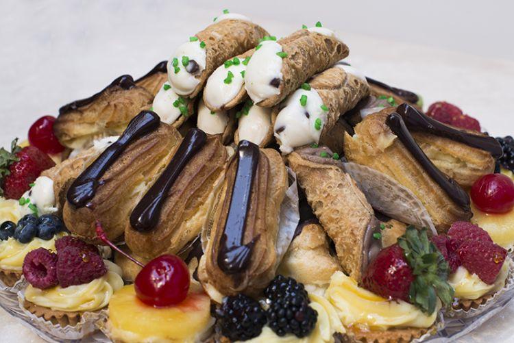 Venieros pastries mini pastry tray junglespirit Gallery